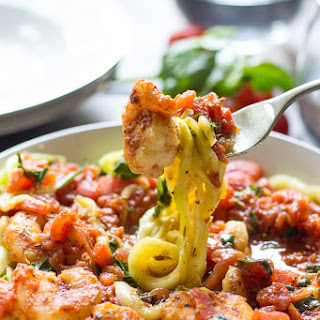 Paleo Zucchini Pasta with Spicy Shrimp Marinara {Whole30}