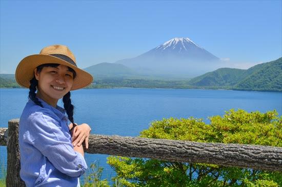 本栖湖から見た富士山