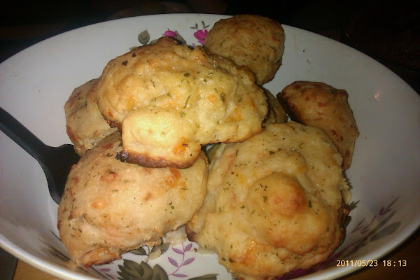 Cheddar Bay Cheat Biscuits Recipe