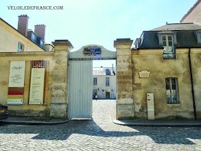 Photo: Hôtel des Menus plaisirs du Roi à Versailles, siège des Etats Généraux en 1789 - e-guide balade à vélo de Meudon au Château de Versailles par veloiledefrance.com
