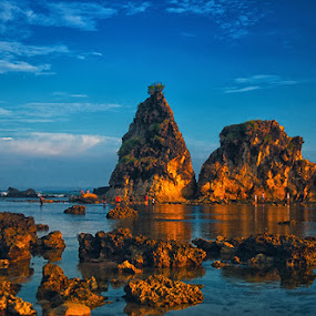 Sawarna by Erry Subhan - Landscapes Beaches ( water, sand, blue sky, banten province, tree, indonesia, wave, stone, rock, tourism, travel, beach )