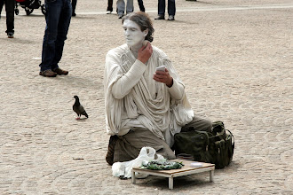 Photo: Canlı heykel hazırlık aşamasında. Dom meydanı.