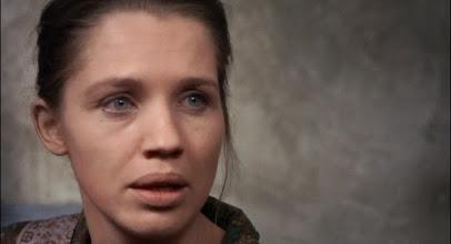 """Photo: A atriz Carolyn Conwell numa cena de """"Cortina Rasgada"""": ela lembra um pouco a sueca Liv Ullmann, mais conhecida por fazer filmes com Ingmar Bergman."""