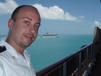 Uma relaxante pausa para o almoço ao largo de Belize, com o Carnival Miracle ao fundo. Adoro isto!