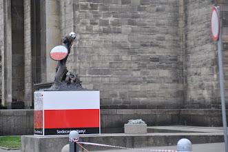 Photo: Vzpomínka na fotbalové Euro 2012 před PKV. Varšavský symbol Syrenka představuje účastnické státy šampionátu. Nejčestnější místo připadlo Polákům.