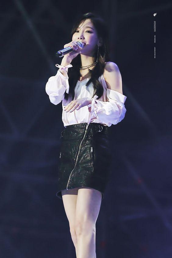 taeyeon shoulder 32