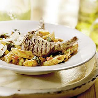 Lamskoteletten Met Pesto En Pasta Met Lentegroenten