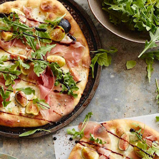 Pizza with Figs, Prosciutto and Arugula Recipe