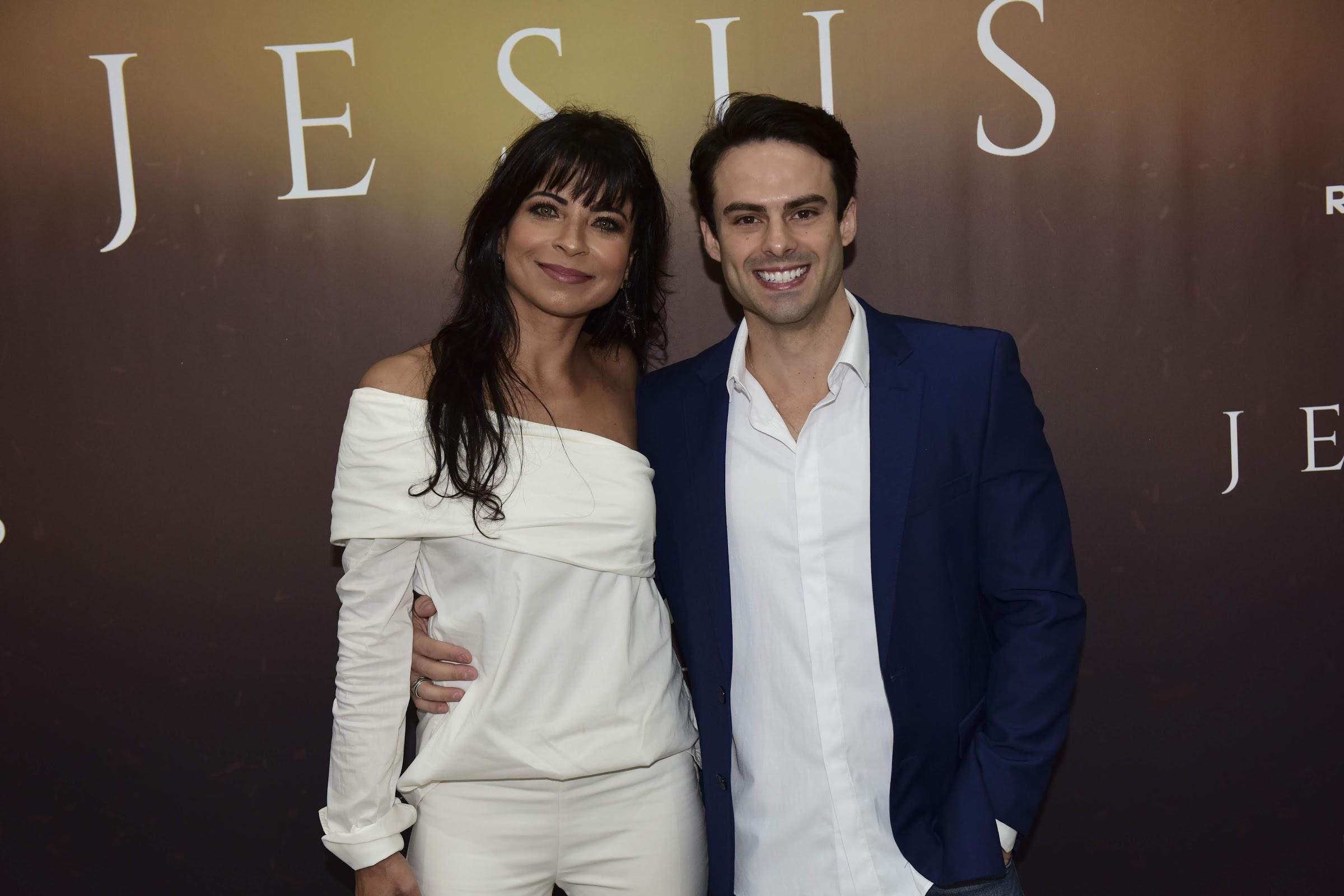 "Anna Lima estreia na Record TV e comemora nova fase: ""Estou amando"""