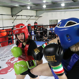 Ready to punch by João Pedro Ferreira Simões - Sports & Fitness Boxing ( curigym, girls, punch, leone, fight, boxing, femenine, feminine, atms, kickboxing )