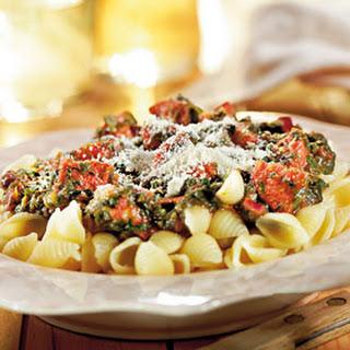 Pasta Met Chorizoworst En Spinazie In Kruidige Tomatensaus