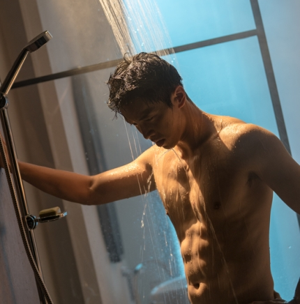 lee seung gi shower abs 2