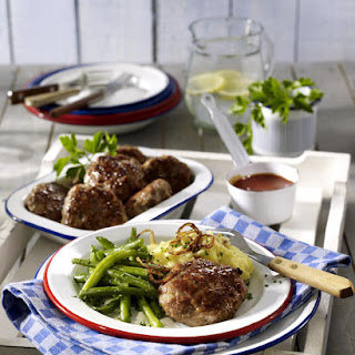 Beef Patties with Onions, Potatoes and Green Beans