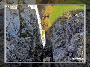 Photo: La Lesse en contrebas des voies d'escalade