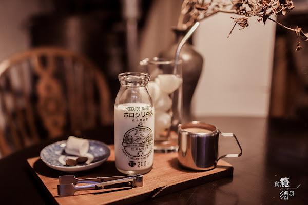 板橋咖啡館:Merci Vielle|巷弄樓梯上的秘密,伴著一口帶甜的可可巧克力,向缸裡的魚訴盡