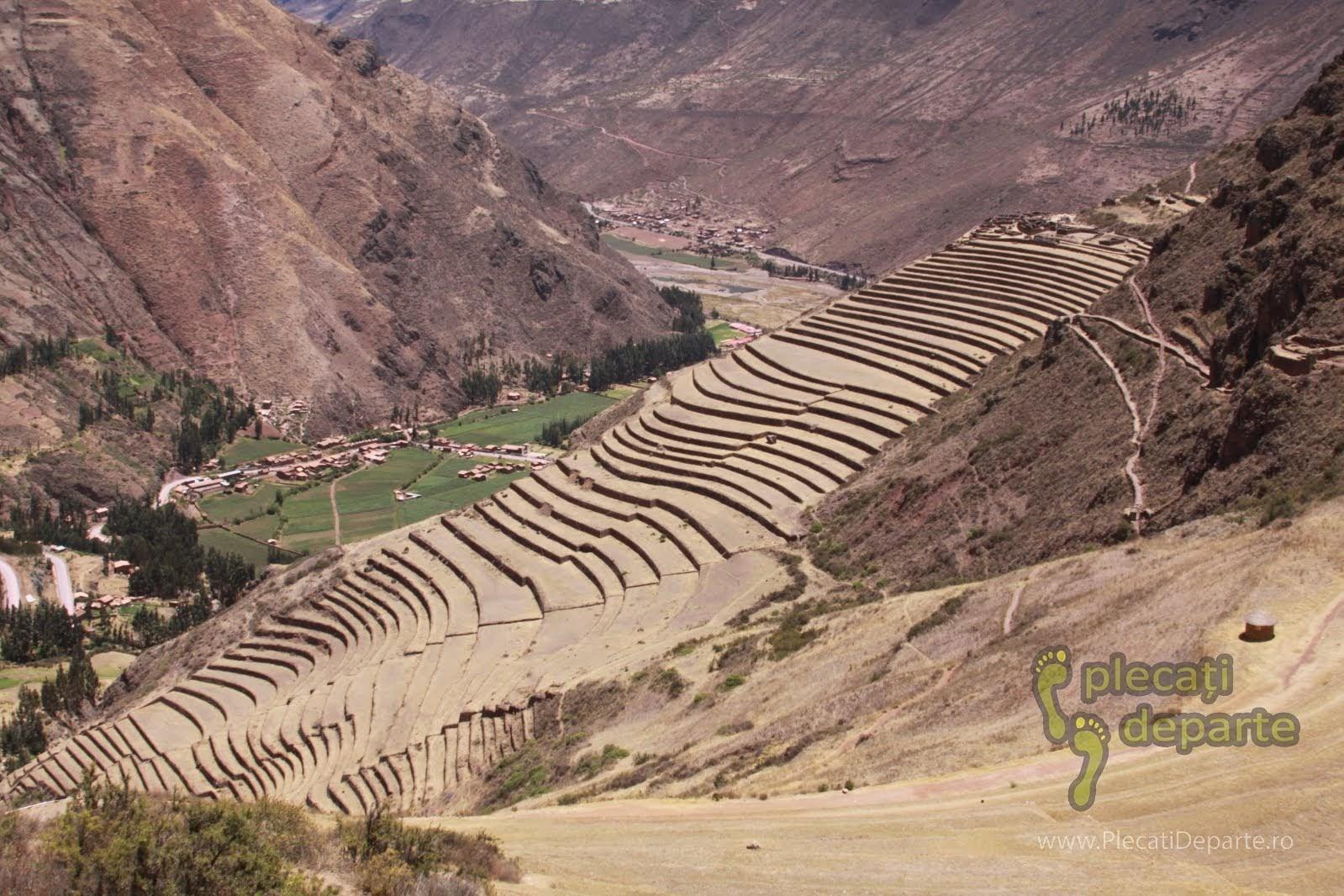 Ruinele teraselor agricole din Pisac, un obiectiv turistic din Valea Sacra, Peru