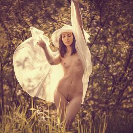 Heat of light by Dmitry Laudin - Nudes & Boudoir Artistic Nude ( beautiful, nature, light, nude, girl, summer )