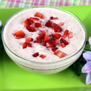 Chunky Strawberry Yogurt Dip