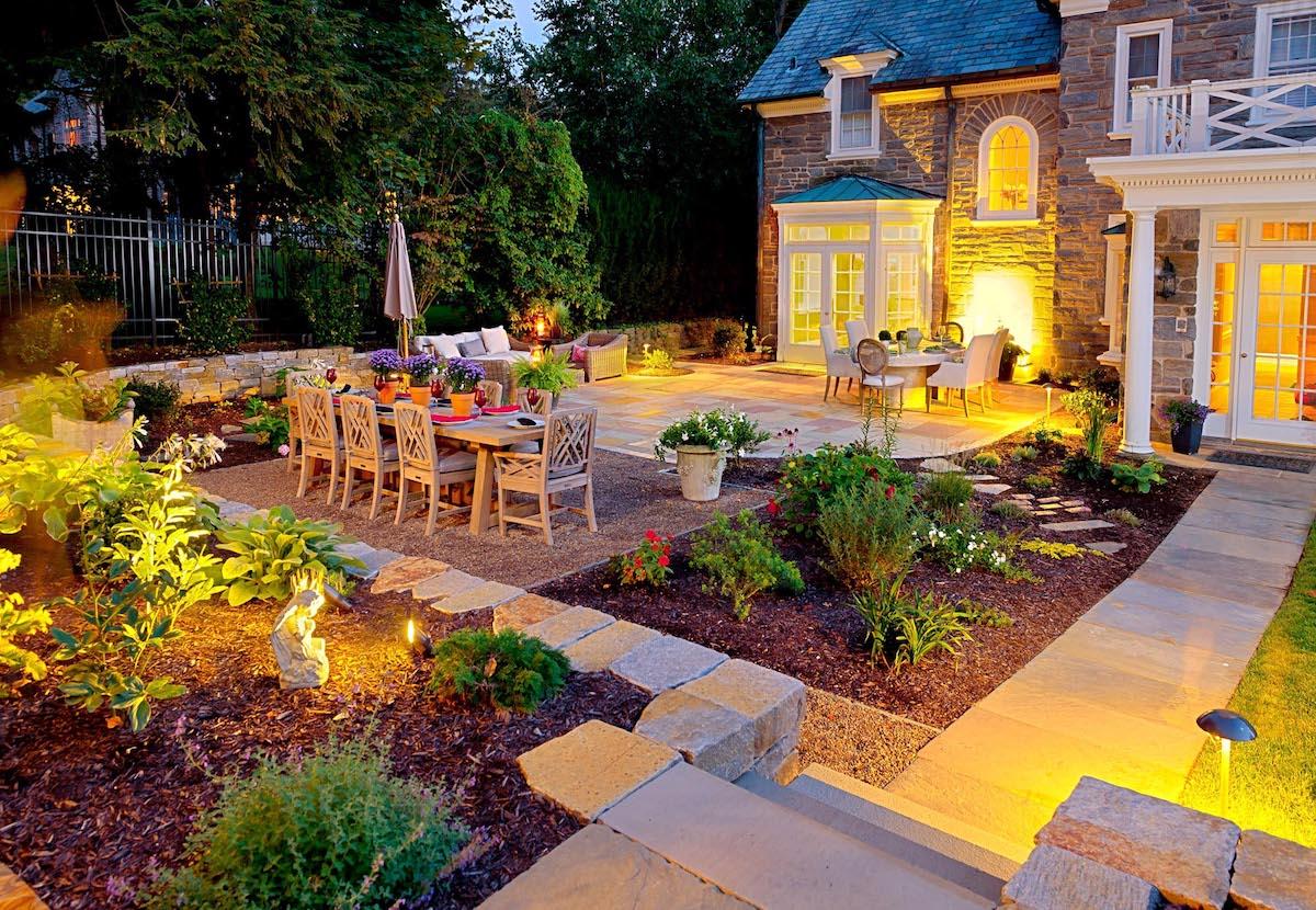Waller-flagstone-patio-trồng-đậu-sỏi-chiếu sáng