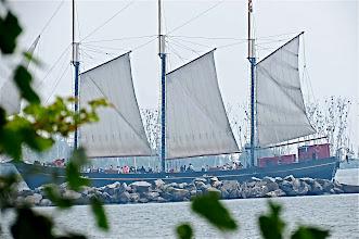 Photo: Sailing Ship circumnavigating the Toronto Islands