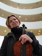Photo: Violonist Tanya Belster, Gugenheim museum, NY
