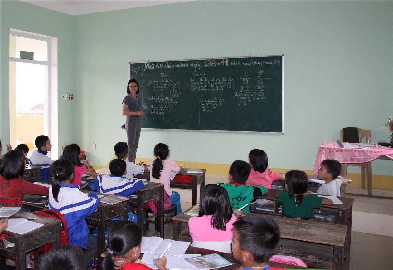 Gần 15 năm là giáo viên hợp đồng và đóng BHXH, cô giáo Phan Thị Thiên đang hy vọng                được đặc cách tuyển dụng vào ngành Giáo dục theo Công văn số 5378/BNV-CCVC