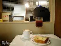 穴居cave cafe