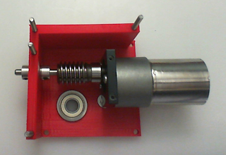 Photo: Step 3 of the installation, showing the motor and worm-gear fixed onto the super-worm platform. Note here you can see how the alignment shaft prevents the worm gear from moving side to side, while still being able to rotate With the worm gear to reduce friction.