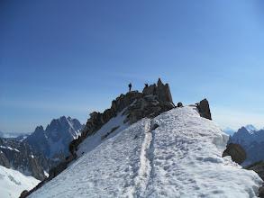 Photo: En la cima de la punta Lachenal en el centro de la Valle Blanche. Foto AH.