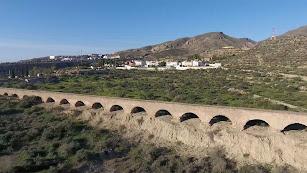 Acueducto de Las Cumbres el domingo; ayer ya no existía tras ser derribado