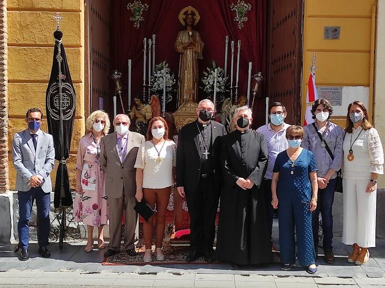 El obispo coadjutor, Antonio Gómez Cantero, ha visitado esta mañana los altares junto a Isaac Vilches.