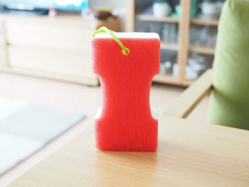 「GN赤カビくんバスクリーナーナイロン&ブラシ」を真正面から見る