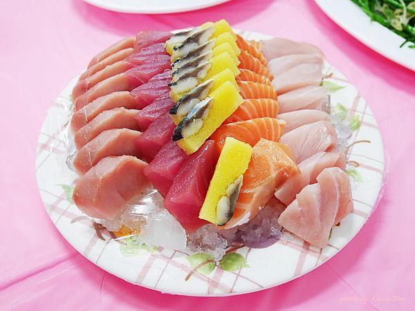 後壁湖必吃餐廳 阿興生魚片 必點生魚片,20片只要一百元!! 新鮮好吃,菜量也都很多,服務態度也優/去墾丁一定要去的餐廳!!