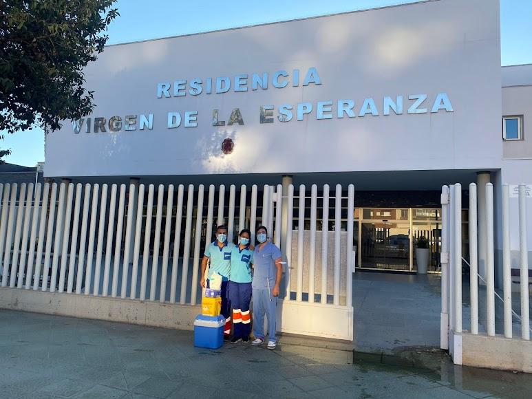 Sanitarios de la capital, en la Residencia Virgen de la Esperanza.