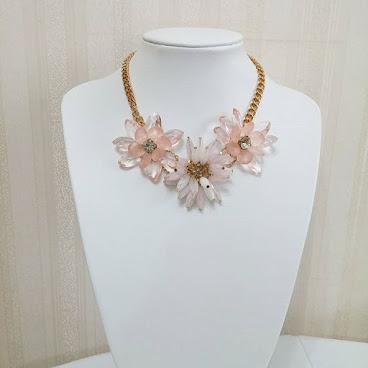 Item No. N195-180-120 Metal chain, glass and plastic flower. Adjustable length 編號: N194-180-120金屬鏈, 玻璃及膠花。 可調較長短  #jewel #bracelet #necklace #jewelry。#jewellery。#jewelrygram #fashionjewelry。#fashion。#fashionista。#accessory。#accessories。#fashionaccessories #頸。#頸鏈。#頸連。#頸錬。#飾。#飾物 #歐美。#手錬。#歐美風。#手飾。#飾品 #手飾品。#靚。#美 #鍊。#時裝 #項鏈 #手鐲