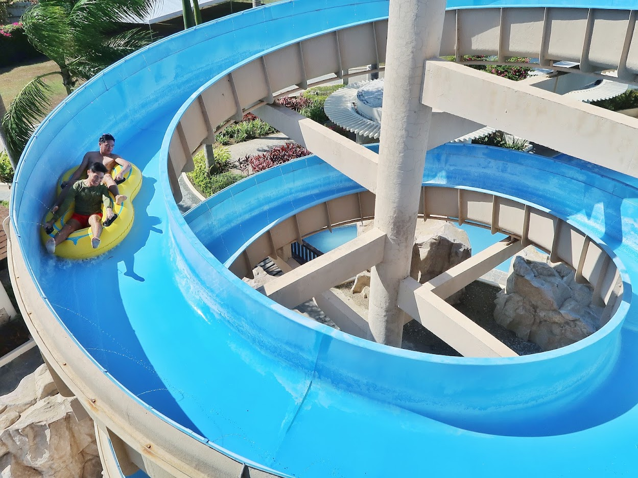 Aquaria Water Park Beach and Pool Getaway in Batangas 08
