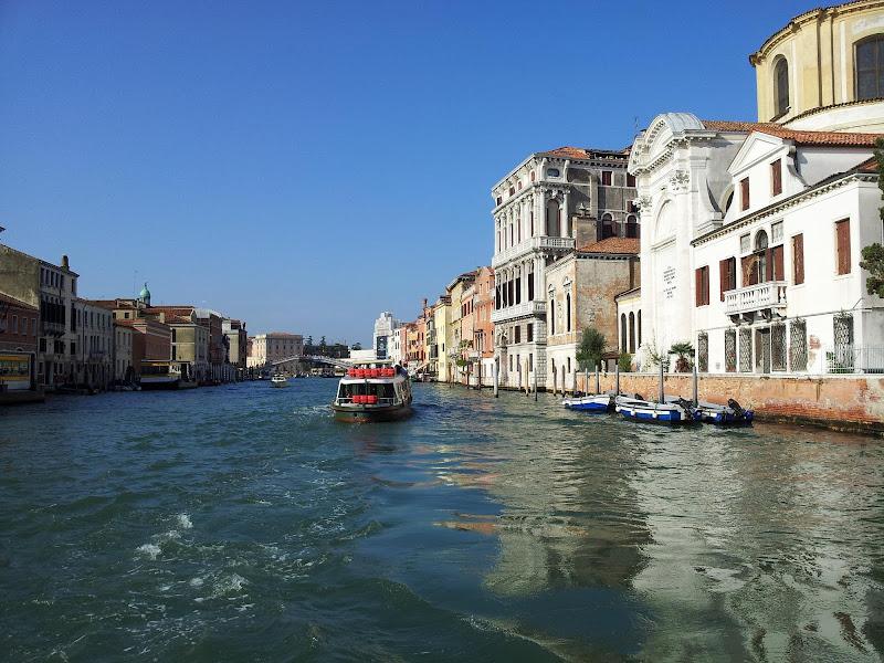 Lungo i canali di Venezia di joysphoto