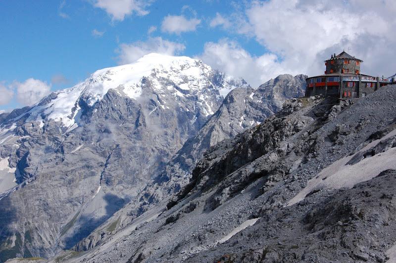 ...potrebbe essere il Nepal, ma invece è il passo dello Stelvio... di zine21