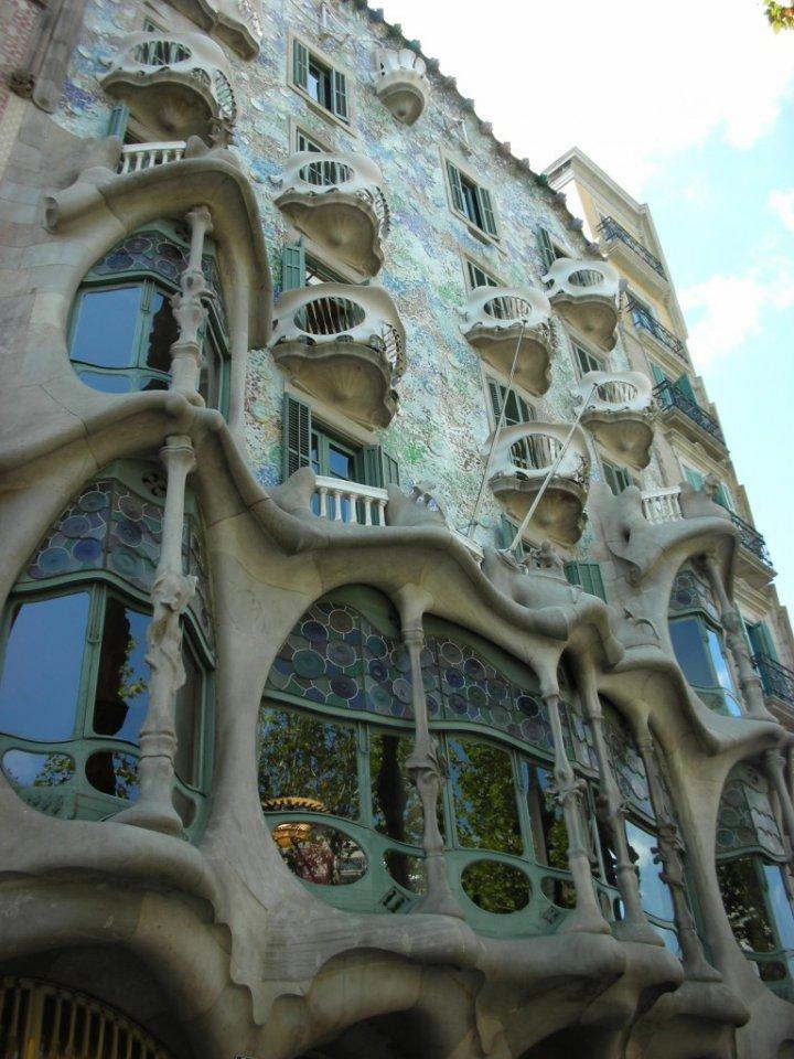 """Gaudì - La """"casa delle ossa"""" di giuse"""