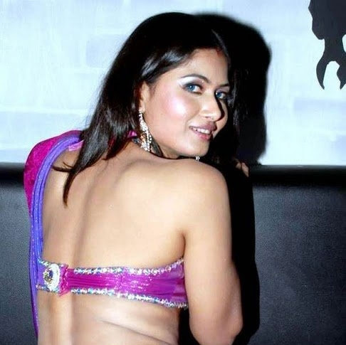 Divyaa Dwivedi sexy back, Divyaa Dwivedi hot back, Divyaa Dwivedi in backless