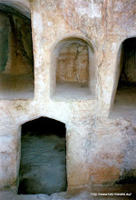 Photo: Paleo Paphos. Zogenaamde koningsgraven | Paleo Paphos. So-called royal tombs.
