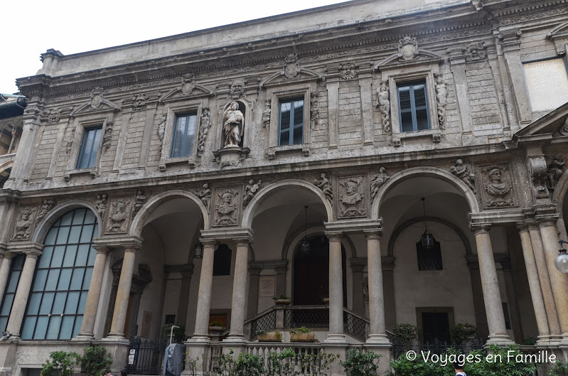 Piazza Mercanti, Scuole Palatine