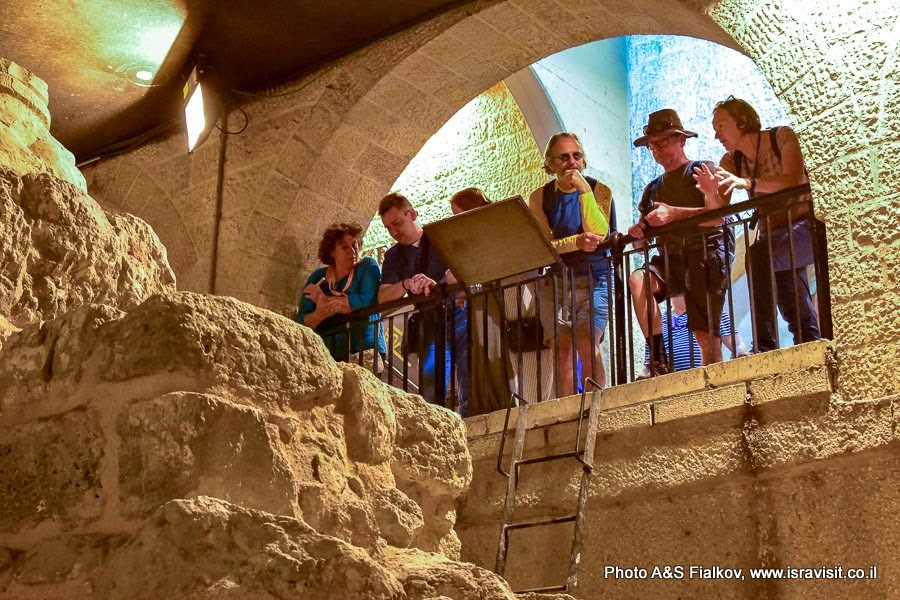 На улице Кардо. Старый город Иерусалим. Еврейский квартал. Индивидуальная экскурсия по Иерусалиму с частным гидом. Гид Светлана Фиалкова.
