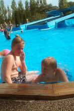 Foto: Samling vid poolkanten