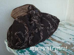 Photo: pochette in panno di lana cioccolato, coordinata con la borsa