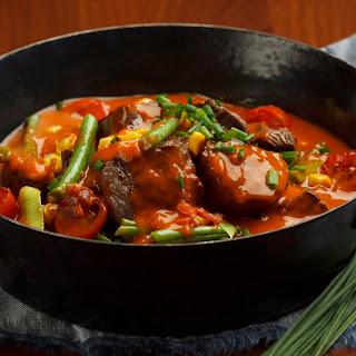 Bunter Eintopf mit Rindfleisch und Gemüse