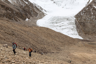 Photo: We climbed to almost 6000m to our Lungser Kangri high camp; here Garry and Olivier are on the last slope up.
