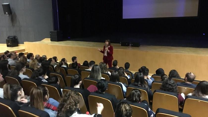 Mabel Lozano dio una charla a los asistentes al acto