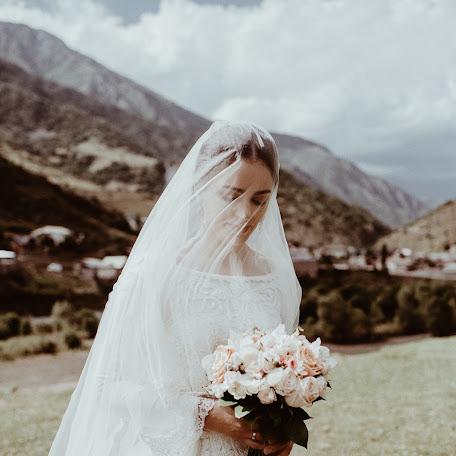 Wedding photographer Medina Garunova (nikki). Photo of 02.12.2017