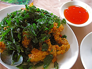 Photo: crisped-fried softshell crab with chillies and holy basil (bpoo nim pad gkrapao gkrawb)